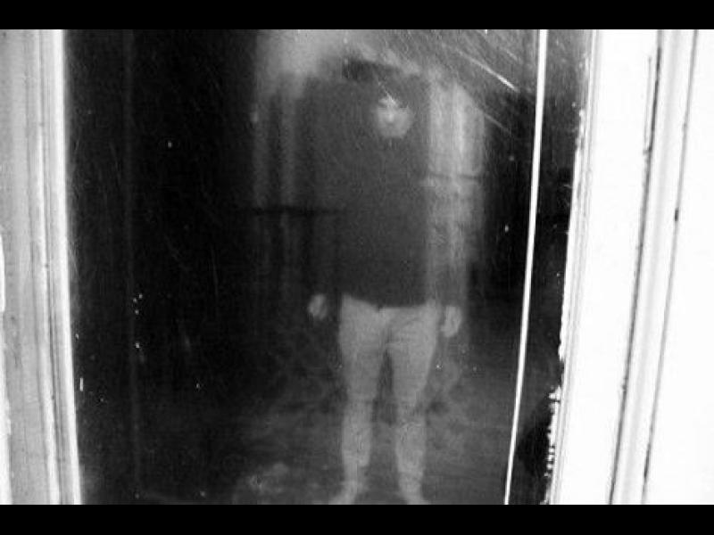 Часът на ужаса: Отражението в прозореца - картинка 1