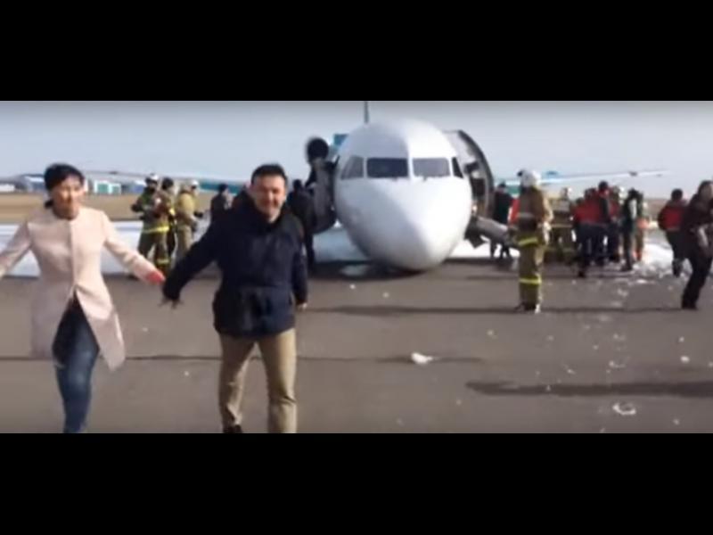 /ВИДЕО/ Този пилот е истински гений! Вижте невероятното приземяване без преден колесник - картинка 1