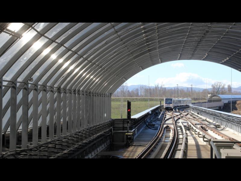 Дванайсет метрова дупка зейна под метрото в Дружба - картинка 1