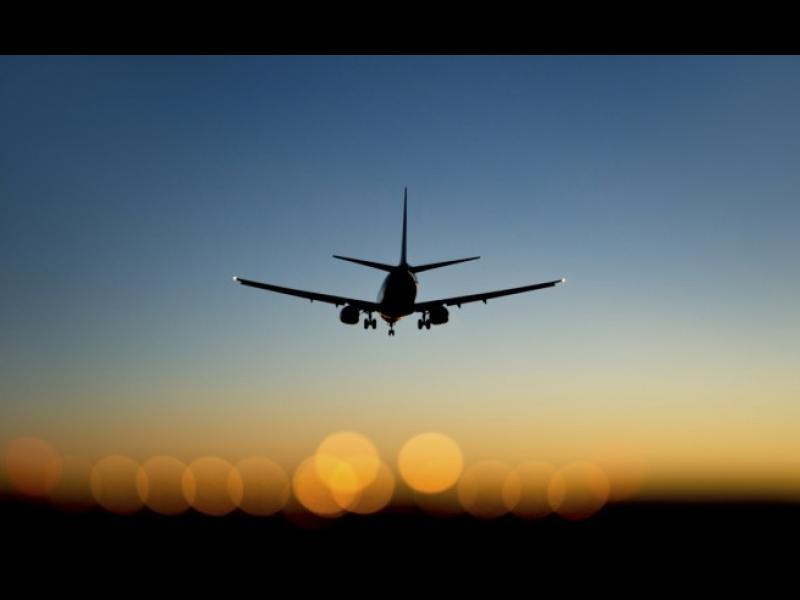 Лазерно фенерче принуди самолет да кацне на Хийтроу - картинка 1