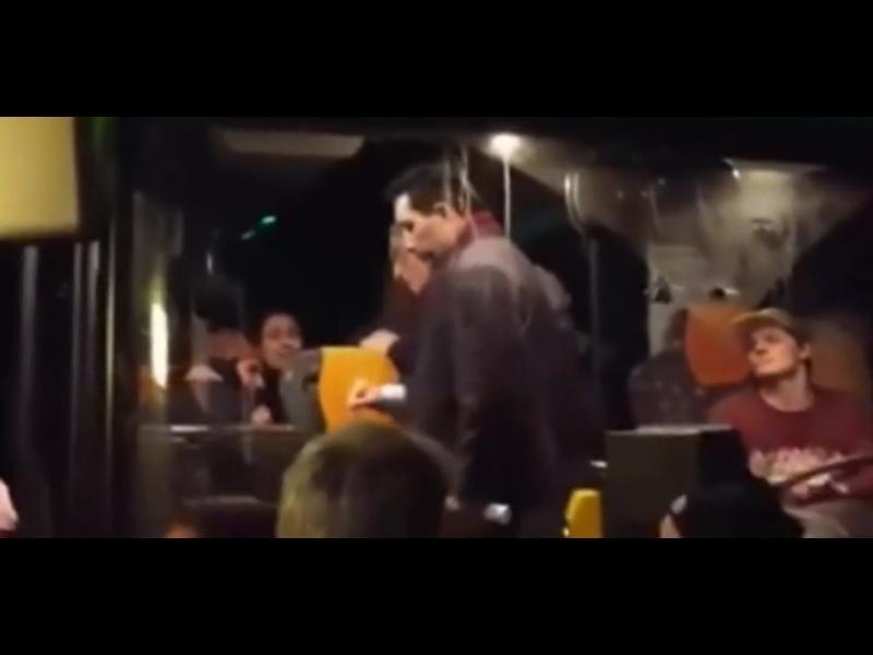 /ВИДЕО/ Разярени германци свалиха бежанци от автобус - картинка 1