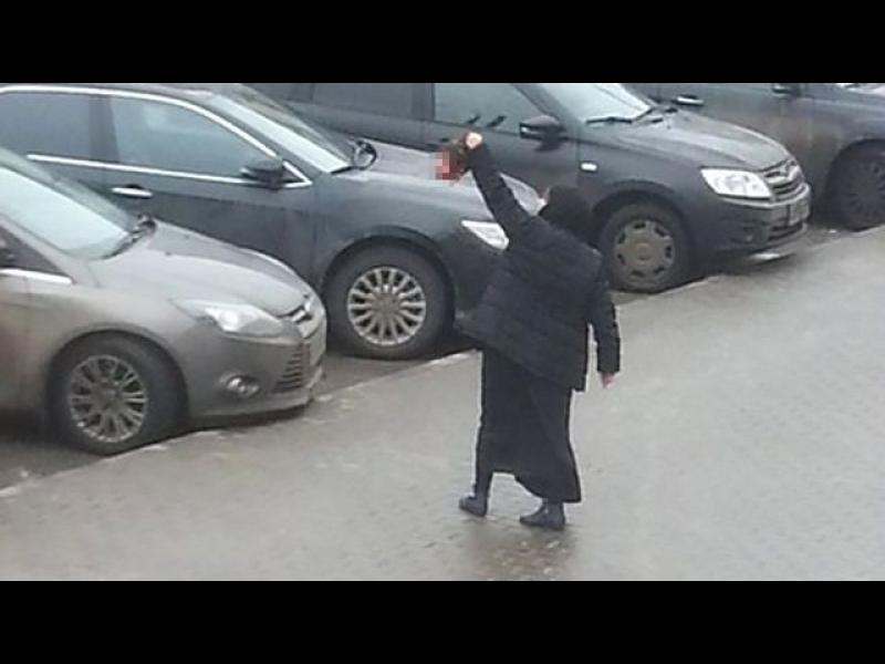 """/+18 ВИДЕО/ Жена с глава на дете крещи """"Аллах Акбар"""" в Москва - картинка 1"""