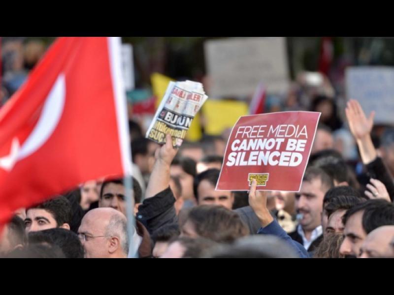 1,845 души са били преследвани сред тях и деца, за обиди срещу Ердоган - картинка 1