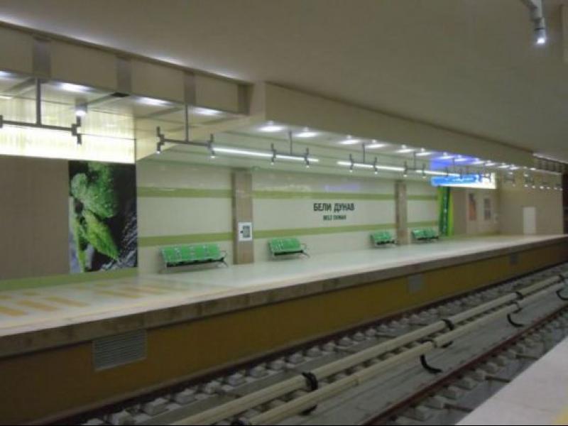 Мъж се хвърли под влак в метрото - картинка 1
