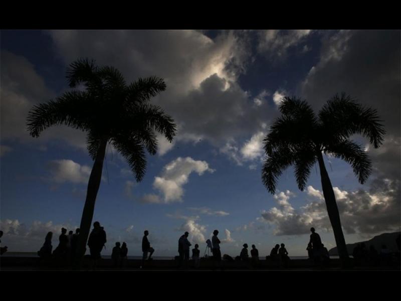 Хиляди наблюдаваха слънчевото затъмнение - картинка 1