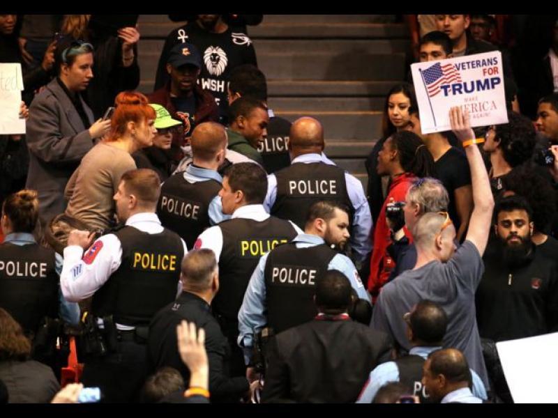 /ОБНОВЕНА + ВИДЕО/ Тръмп отложи митинга и в Охайо след насилието в Чикаго - картинка 1