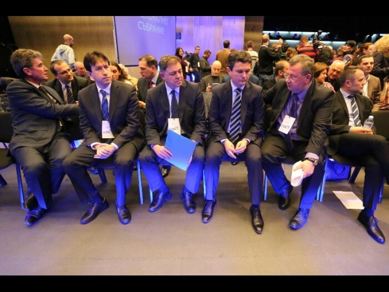 Събранието на ДСБ: Освиркаха Зеленогорски, ръкопляскаха на Татяна Дончева и Москов не присъства