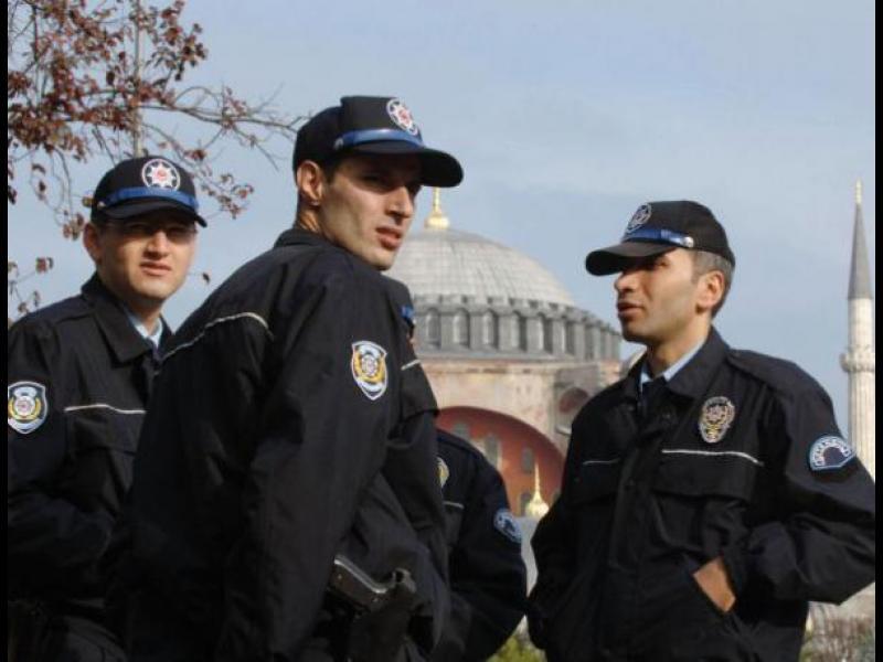 Турция задържа заподозрян за връзки с атентатора в Истанбул