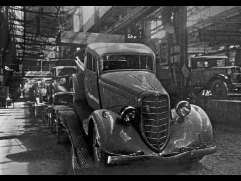 /СНИМКИ/ Първият съветски автомобил чукна 80 години - картинка 1