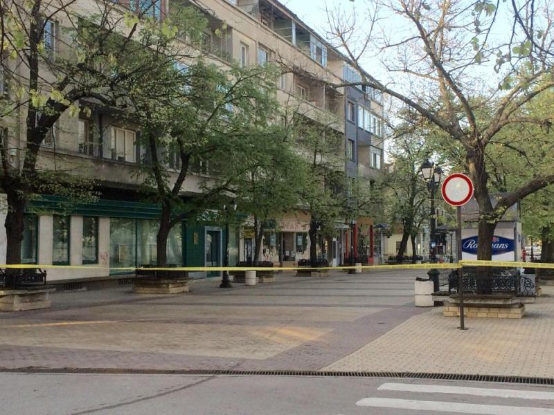 Главната улица в Русе блокирана заради съмнителни кашони - картинка 1