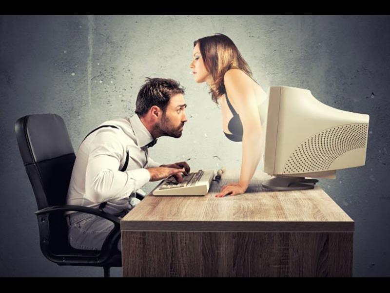 Една трета от британците не смятат онлайн флирта за изневяра