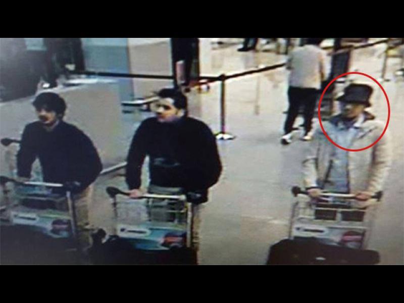 /ОБНОВЕНА/ Арестуваха и мъжа с бялото яке от летището в Брюксел - картинка 1