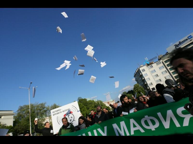 /ОБНОВЕНА/ Бой зад Народното събрание, по време на протест срещу Изборния кодекс - картинка 1