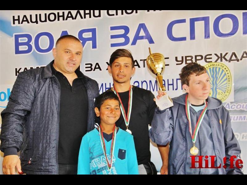 Цял куп спортисти наградиха над 100 деца с увреждания в Харманли - картинка 3