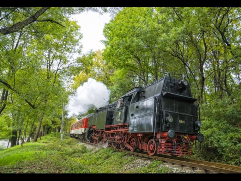 Ретро празници с Български държавни железници! - картинка 1