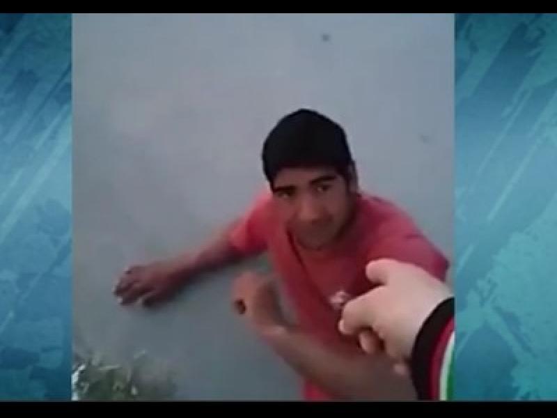 /ВИДЕО/ Брутално издевателство над момче от ромски произход - картинка 1