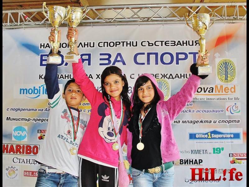 Цял куп спортисти наградиха над 100 деца с увреждания в Харманли - картинка 6
