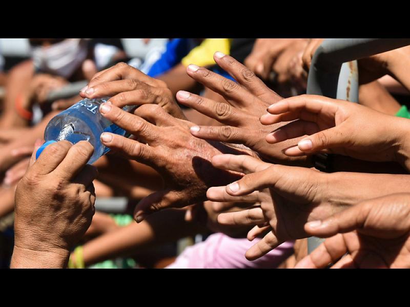 Жителите на гр. Манта в Еквадор, просят вода след земетресението