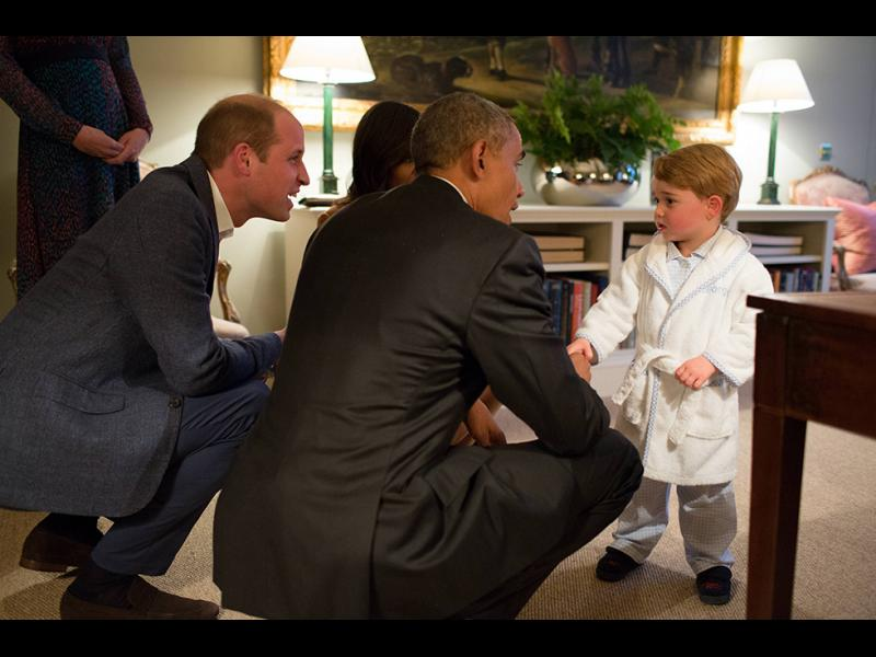 Детето на Уилям и Кейт Мидълтън, посреща американския президент Барак Обама