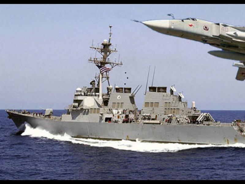 Руски военни самолети симулират атака над американски кораб в Балтийско море - картинка 1