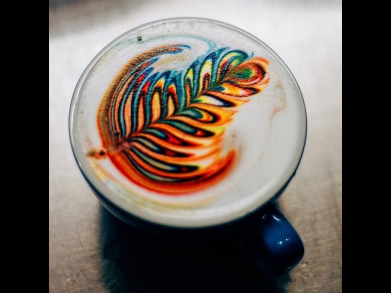 /СНИМКИ/ Когато кафето се превръща в цветно изкуство