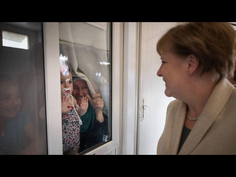 /СНИМКИ/ Меркел на посещение в турски лагери - картинка 1
