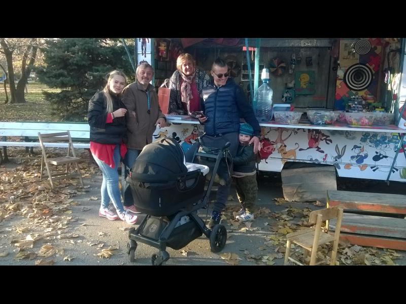 """(СНИМКИ) Родители бранят въртележка в парка """"Заимов"""" - картинка 9"""