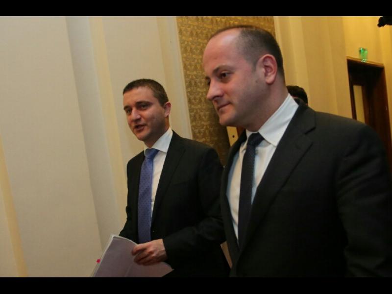 Радан Кънев: Надяват се покрай изборния кодекс да проспим поредната национализация на пенсиите! - картинка 1