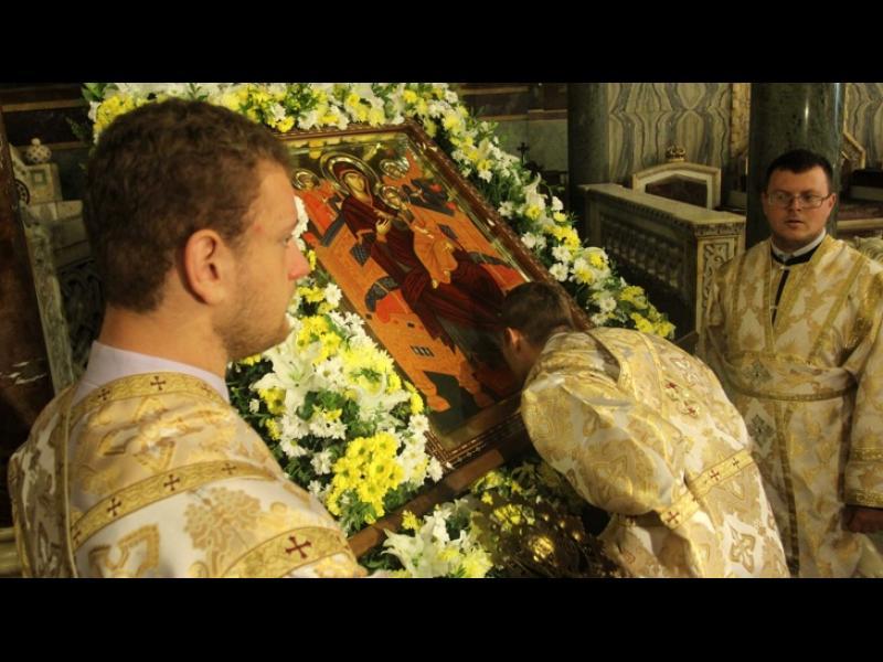 """/ВИДЕО/ Опашка пред чудотворната икона """"Света Богородица - Всецарица"""" в """"Св. Александър Невски"""" - картинка 1"""