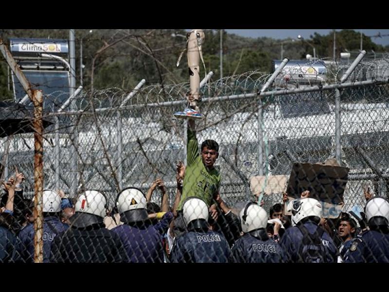 Гърция на ръба на хаоса - мигрантите се бунтуват срещу депортацията в Турция - картинка 3