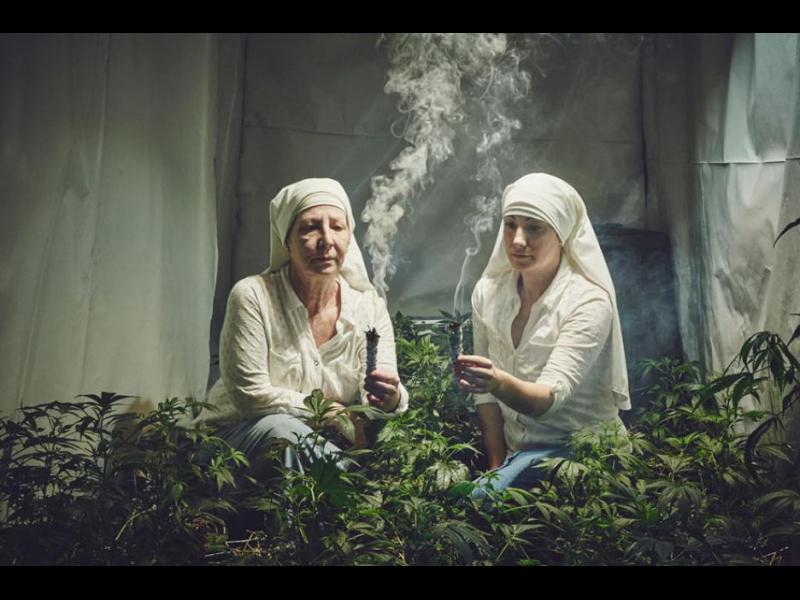 /СНИМКИ/ Запознайте се с напушените монахини