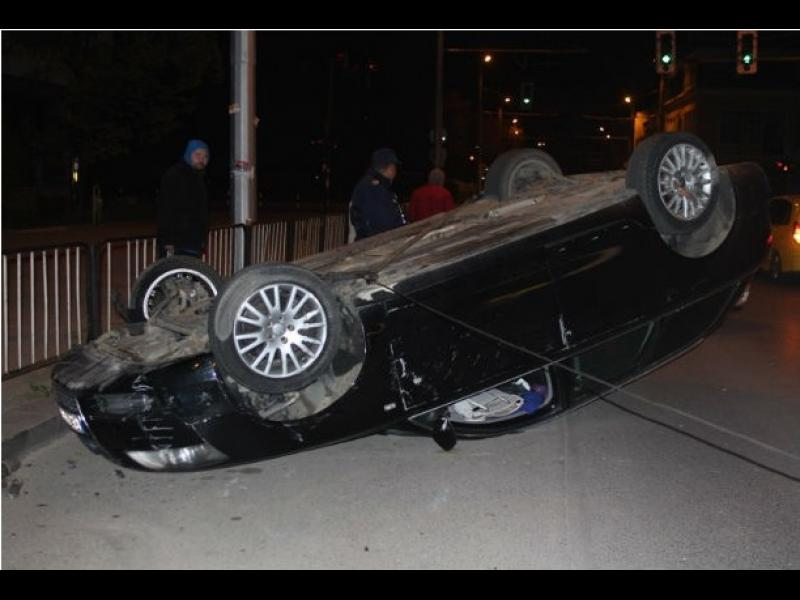 """/Снимки/ Пияна жена """"паркира"""" автомобила си на таван - картинка 1"""