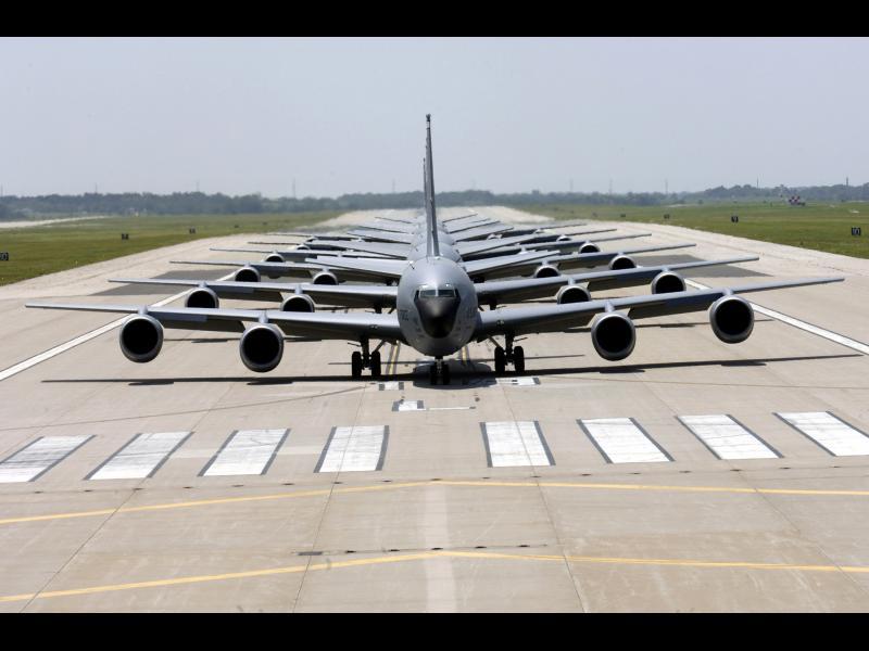 Руски изтребител срещу американски военен самолет - картинка 1