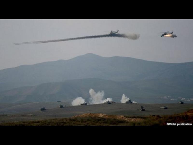 Арменска военна част свали хеликоптер на Азербайджан, други 12 войници загинаха