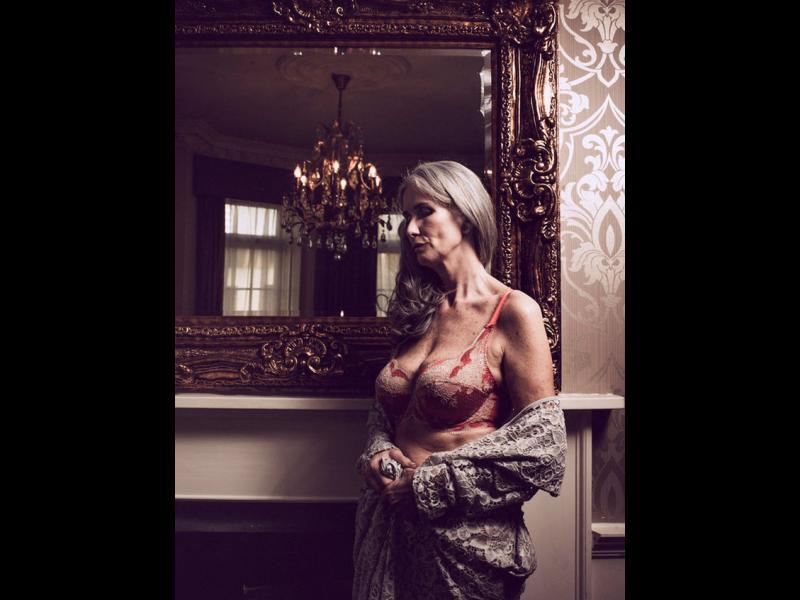 /СНИМКИ/ Жените над 50 - новата модна тенденция