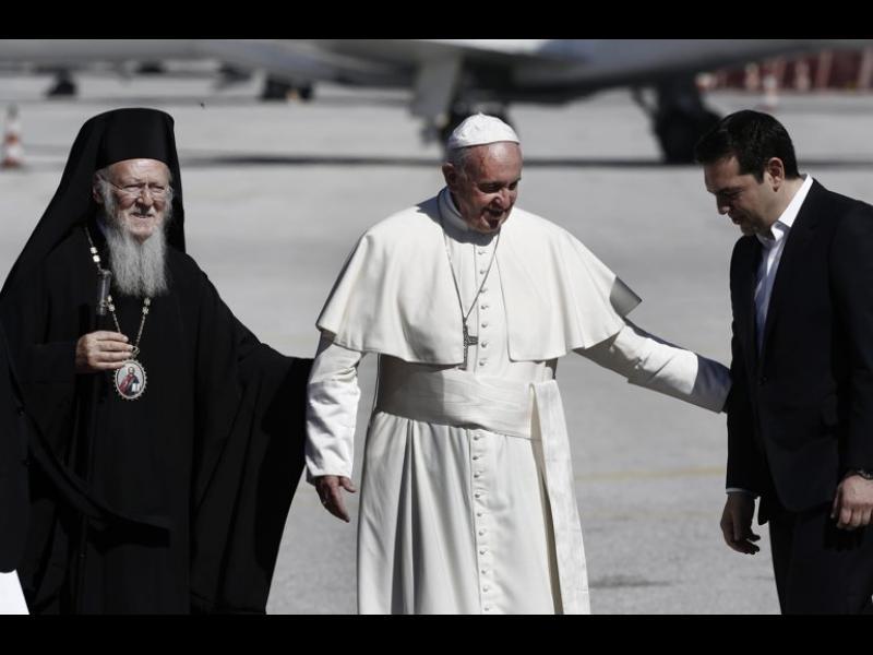 /ОБНОВЕНА/ Папата ще вземе 12 бежанци със себе си - картинка 1