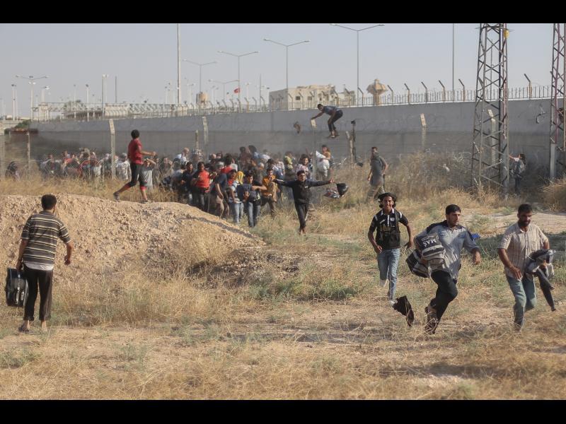 The Times: Турция разстрелва жени и деца, преминаващи границата - картинка 1