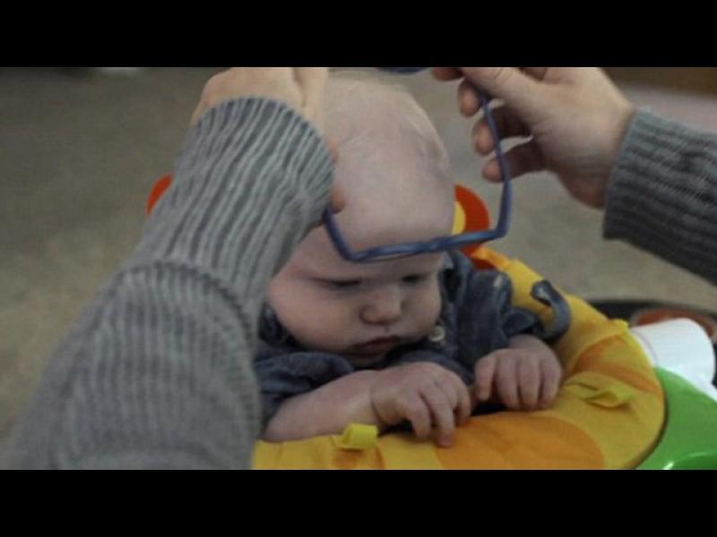 /ВИДЕО/ Трогателно: Бебе, което за пръв път вижда майка си - картинка 1