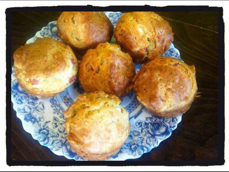 Домашна кухня: Солени мъфини със сирене, бекон, авокадо и подправки - картинка 1