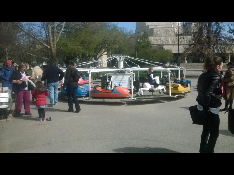 """(СНИМКИ) Родители бранят въртележка в парка """"Заимов"""" - картинка 10"""