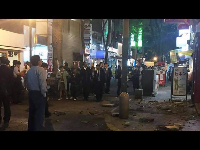 Поредица силни земетресения предизвикаха разрушения и паника в Япония - картинка 1