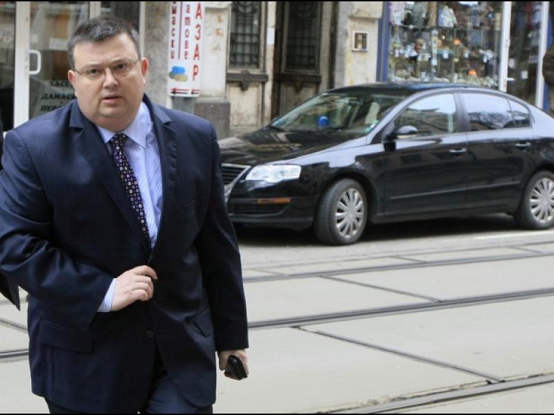 """/ВИДЕО/ Цацаров: Граждански арест няма и не може да има, има задържан за """"лова на бежанци"""" - картинка 1"""