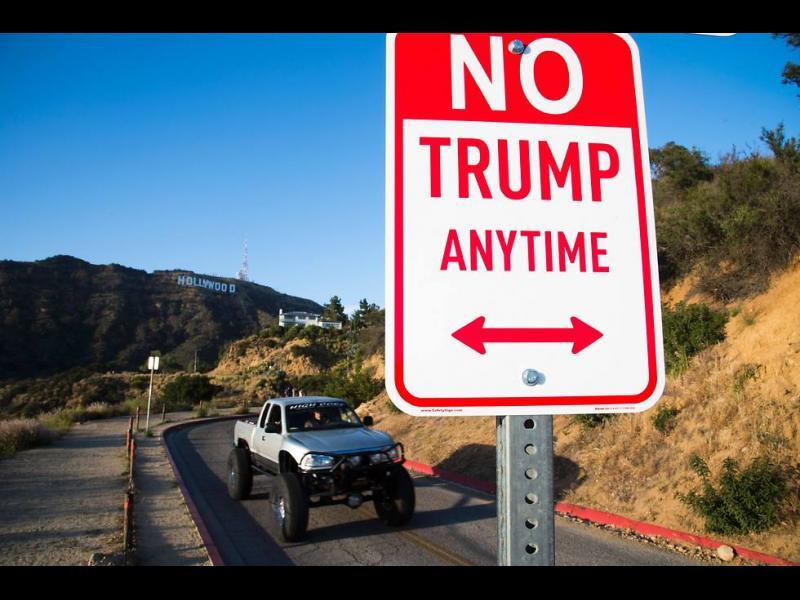 (ВИДЕО) Противници и привърженици на Тръмп се сбиха в Калифорния - картинка 1