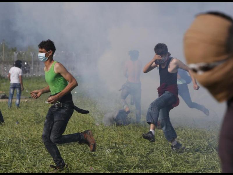 23-ма ранени полицаи на границата Гърция-Македония - картинка 1