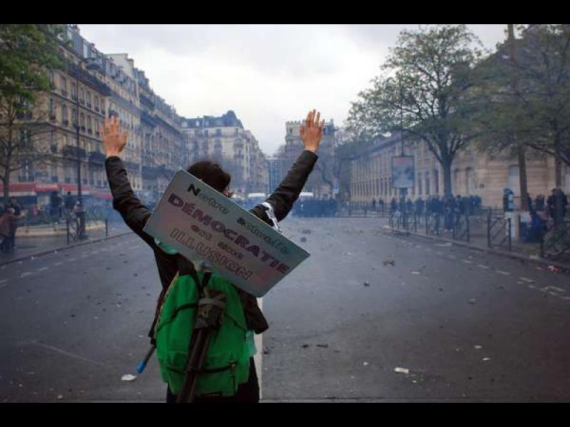 /ВИДЕО/ Безсънна нощ по улиците на Франция