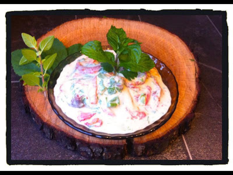 Домашна кухня: Яйчена салата с печени чушки - картинка 1