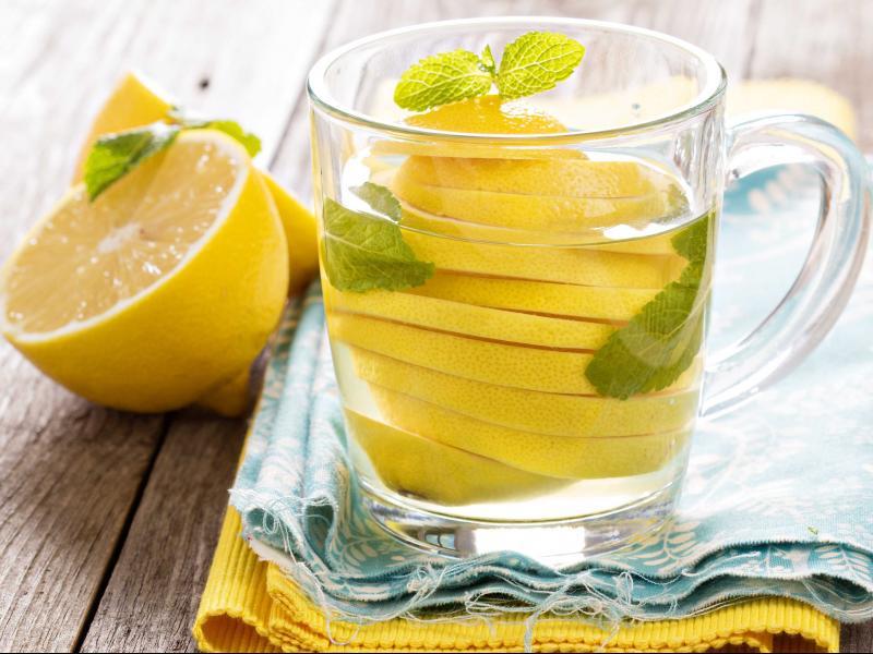 Вода с лимон сутрин - най-доброто решение