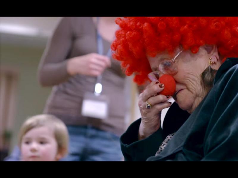 /ВИДЕО+СНИМКИ/ Детските усмивки, вдъхващи живот на възрастните хора - картинка 1