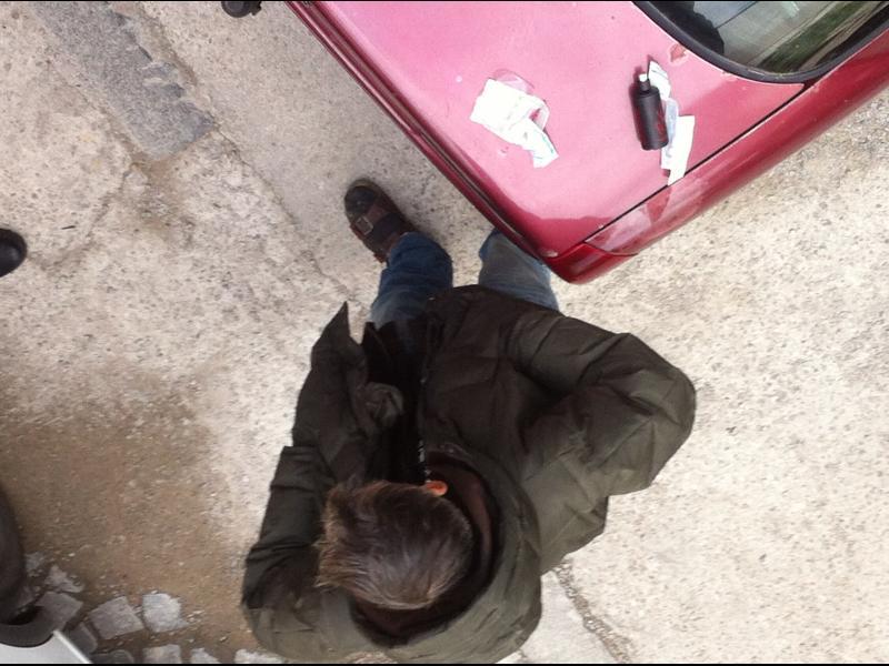/СНИМКИ/Наркоман вдигна полицията и Бърза помощ на крак - картинка 1