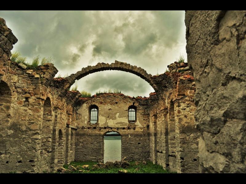 """/ВИДЕО+СНИМКИ/ Красотата на България – """"Потопената църква"""" в яз. Жребчево - картинка 1"""